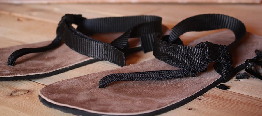 How to clean the leather of the sandals
